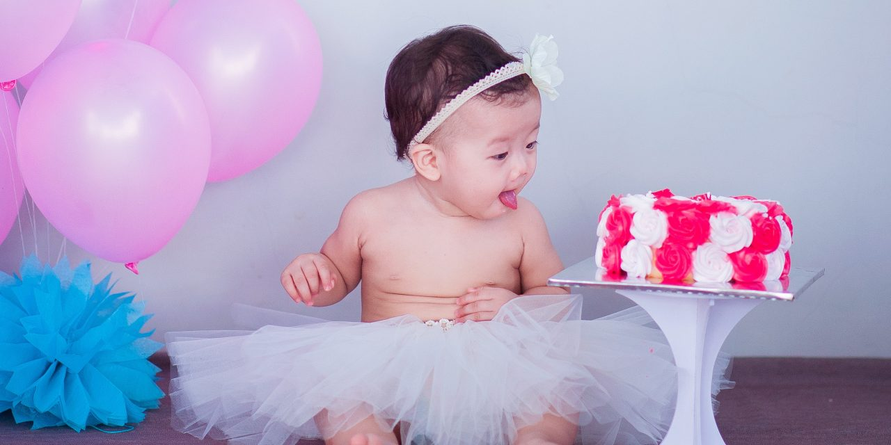 17 Cute and Easy Photo Ideas For Your Baby's First Year (Document Your Baby's Monthly Milestones)